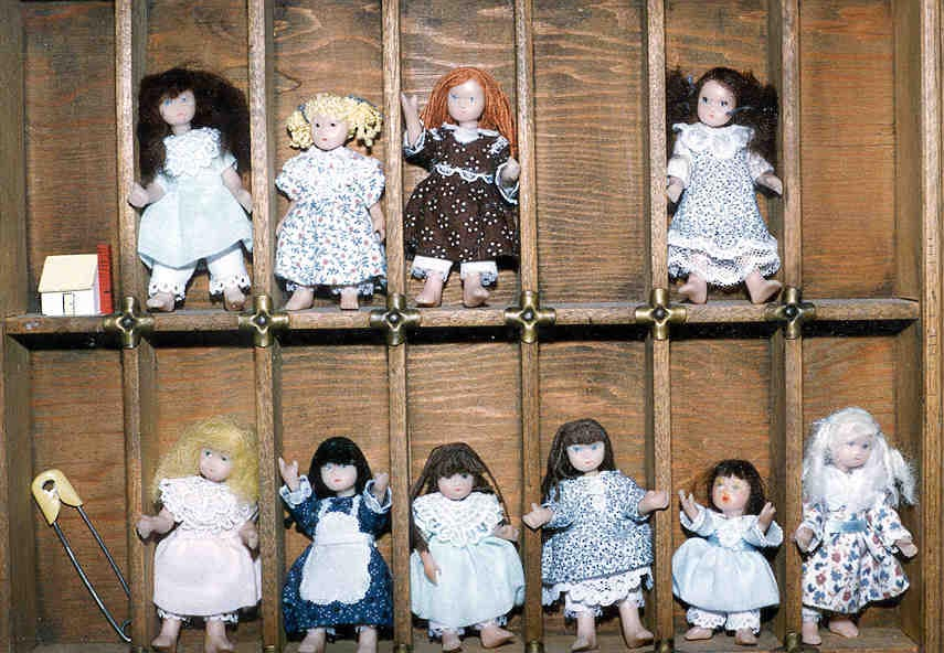 Mini Dolls.jpg (109023 bytes)